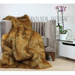 Narzuta koc pled ze sztucznego futra rudego lisa na fotelu