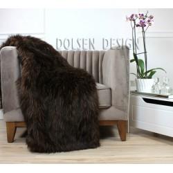 Koc narzuta ze sztucznego futra niedźwiedzia na fotelu  brązowy