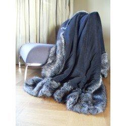 Felldecke Fellimitat Decke Webpelzdecke Tagesdecke Silberfuchs auf dem Sofa Farbe - grau